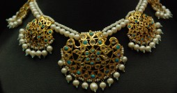 turquoise and uncut diamons necklace