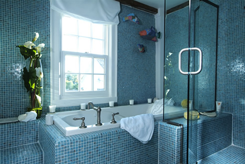 Small Bathroom Design on Bathroom Bath Blue