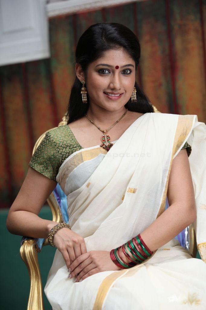 Akhila-mallu-actress-in-kerala-kasavu-saree