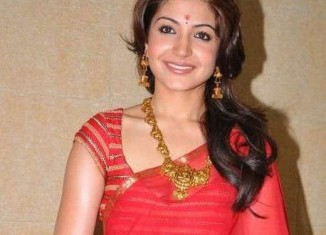 Anushka-Sharma-in-red-saree