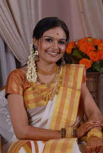 mallu actress ramya in kerala kasavu saree