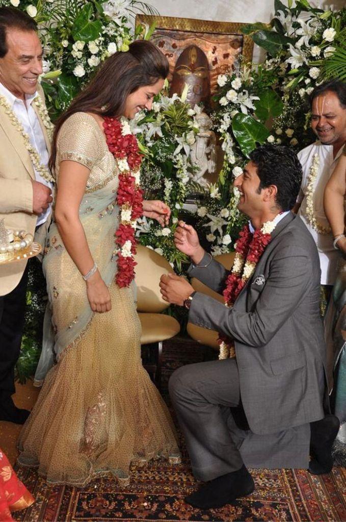 hema-malini-daughter-ahana-deol-vaibhav-vora-engagement-pics