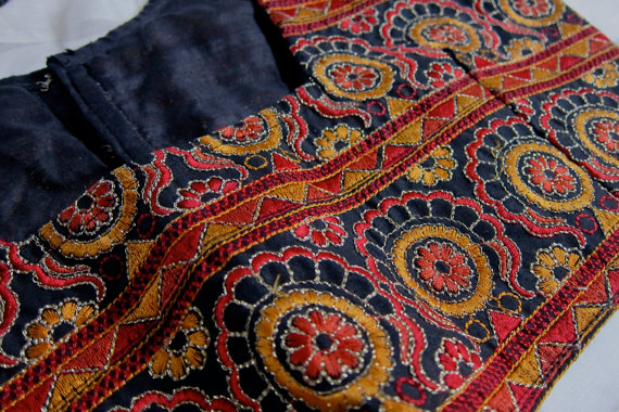 Pouch-6-kutch_embroidery_designs_blouse
