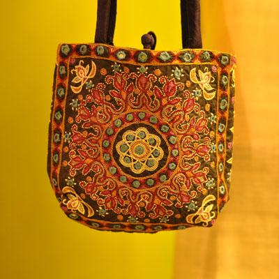 kutch_embroidery_designs_handbag