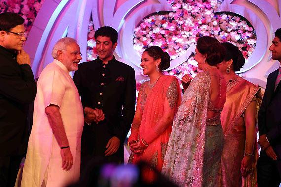 narendra-modi-arrived-to-bless-couple-ahana-deol-vaibhav-vohra-on-their-wedding_139149580010
