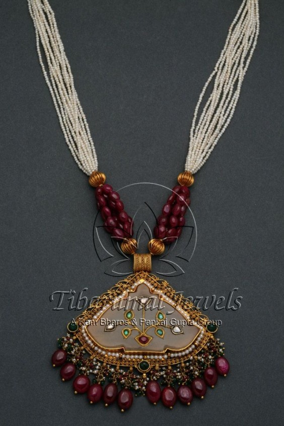 pearl_necklace_with_ruby pendant