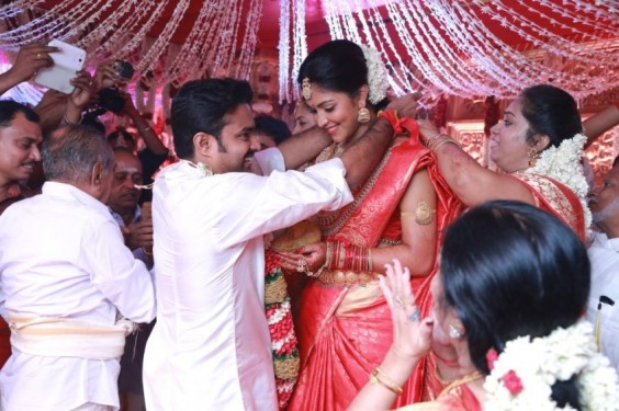 Director-Vijay-Weds-Amala-Paul-Photo-1