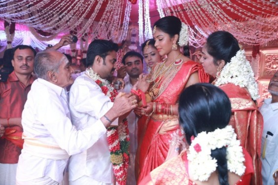 Director-Vijay-Weds-Amala-Paul-Photo-3