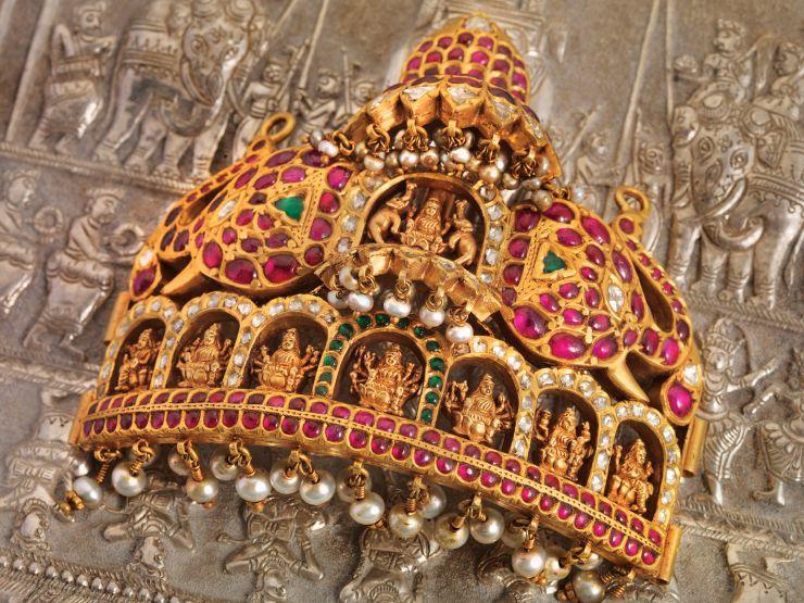 heavy_gemstone_pendant_from_navrathan_jewellers