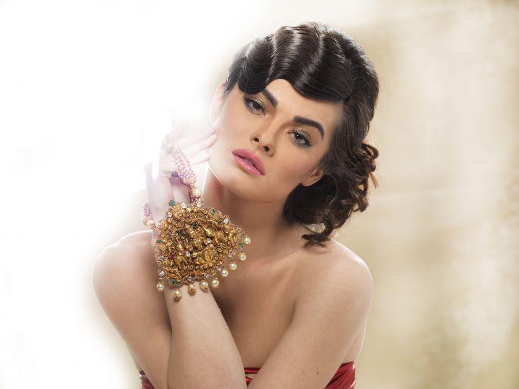heavy_lakshmi_pendant_from_navrathan_jewellers
