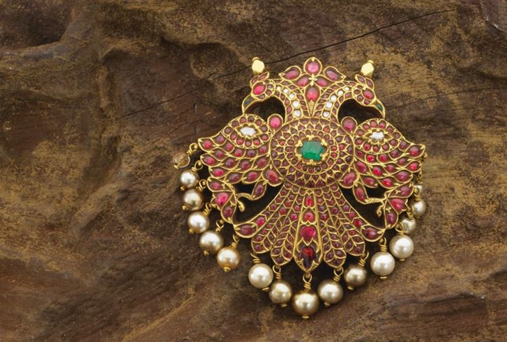 ruby_peacock_pendant_from_navrathan_jewellers