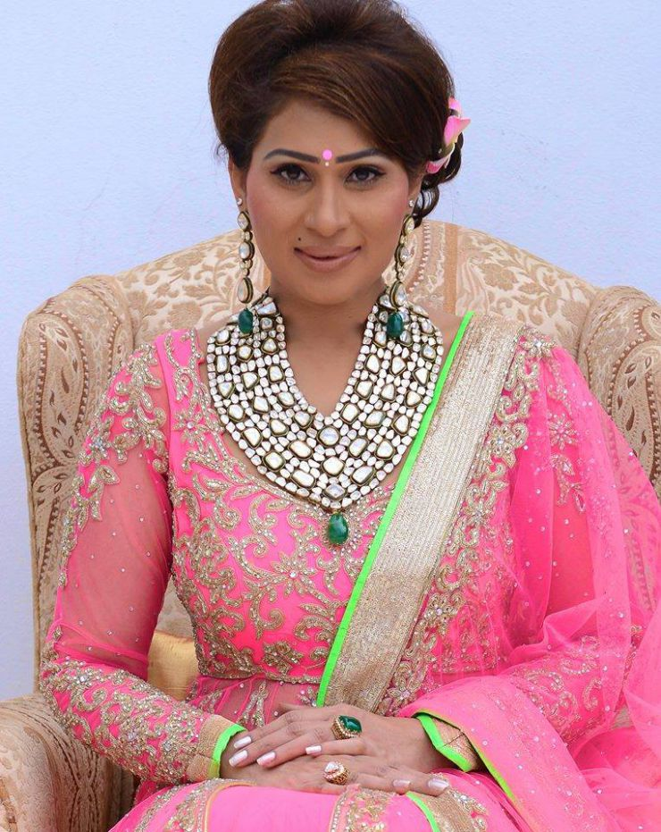 shreedevi chowdhary in heavy uncut multi layer necklace from mbs jewellers