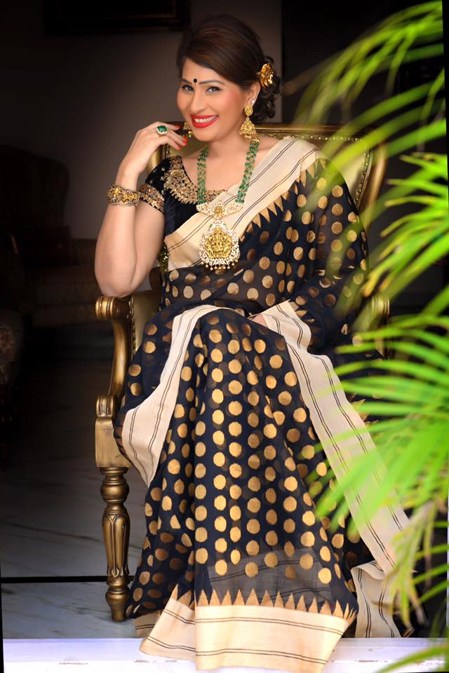 shreedevi chowdhary in Nakshi locket studded with rose cuts and diamonds